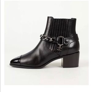 Black leather Chanel ankle boots. Size 39.